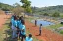 Crianças do Projeto Roda Moinho visitam o aterro sanitário regional